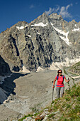 Woman hiking with Pic Coolidge in background, ascend to hut Refuge Glacier Blanc, Ecrins, National Park Ecrins, Dauphine, Dauphiné, Hautes Alpes, France