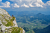 Two women hiking on ausgesetztem, band, the Salzach Valley in the background, Schuster dough, High Goll, Berchtesgaden Alps, Upper Bavaria, Bavaria, Germany