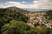 Blick von Burg Alt Eberstein auf das Dorf Ebersteinburg und den Merkur, Baden-Baden, Baden-Württemberg, Deutschland
