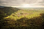Blick von der YBurg auf das Dorf Neuweier, Baden-Baden, Baden-Württemberg, Deutschland