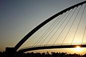 Tolerance Bridge, Dubai Water Canal, Dubai, VAE, Vereinigte Arabische Emirate