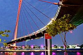 Abend, Tolerance Bridge, Dubai Water Canal, Dubai, VAE, Vereinigte Arabische Emirate