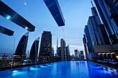 Pool, Sheikh Zayed Road, Hochhäuser, Financal Centre, Dubai, VAE, Vereinigte Arabische Emirate