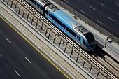 Zug, Dubai Metro, Gleise, U-Bahn, RTA, Dubai, VAE, Vereinigte Arabische Emirate