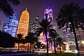 Abends im Hochhausbezirk an der nördlichen Corniche, Doha, Katar