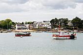 Hafen und Stadtansicht, Benodet, Finistere, Bretagne, Frankreich