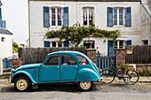 Citroen 2CV, Trégastel, Côte de Granit Rose, Côtes d'Armor, Bretagne, Frankreich
