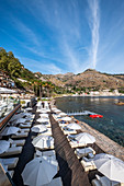 Beach Club und Pool vom Grand Hotel Atlantis Bay in Taormina Mare, Sizilien, Süditalien, Italien