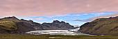 Panoramaaufnahme der Gletscherzunge Skaftafelljökull, Island, Europa