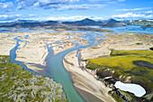 Luftaufnahme der Berg- und Seenlandschaft von Landmannalaugar, Island, Europa
