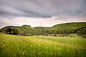 Blick zur Burgruine Rosenstein und Fernsehturm, Heubach bei Aalen, Ostalbkreis, Schwäbische Alb, Baden-Württemberg, Deutschland