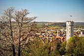 Blick von der Veitsburg zum Mehlsack (Turm) und die umgebende Oberschwäbische Landschaft, Ravensburg, Baden-Württemberg, Deutschland