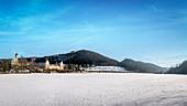 Kloster Beuron umgeben von Schnee, Naturpark Oberes Donautal, Landkreis Sigmaringen, Schwäbische Alb, Donau, Baden-Württemberg, Deutschland