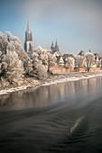 Ulmer Münster, Altstadt von Ulm an der Donau mit Schnee, Baden-Württemberg, Deutschland