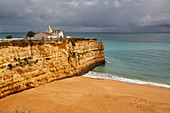 Chapel, Steep coast, Beach, Praia da Senhora da Rocha, Armacao de Pêra, Atlantic Ocean, District Faro, Region of Algarve, Portugal, Europe