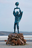 Sculpture at the estuary of the Rio Mira, Vila Nova de Milfontes, Parque Natural do Sudoeste Alentejano e Costa Vicentina, Southwest Alentejo and Vicentine Coast Natural Park, District Beja, Region of Alentejo, Portugal, Europe