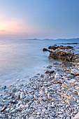 Abend am Strand der Insel Dugi Otok, Veli Rat, Zadar, Norddalmatien, Dalmatien, Kroatien, Südeuropa, Europa