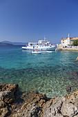 Ausflugsschiff im Hafen von Glavotok auf der Insel Krk, Kvarner Bucht, Primorje-Gorski kotar, Nordkroatien, Kroatien, Südeuropa, Europa