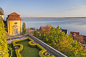 View over the New Castle in Meersburg and lake Constance, Baden, Baden-Wuerttemberg, South Germany, Germany, Central Europe, Europe
