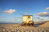 Beach cabin on the beach on the East Frisian Island Norderney, North Sea, Lower Saxony, Northern Germany, Germany, Europe