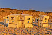 Beach with beach chairs in front of the Red Cliff in Kampen, North Frisian Island Sylt, North Sea Coast, Schleswig-Holstein, Northern Germany, Germany, Europe