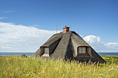 Thatched house in the dunes in Hörnum, North Frisian Island Sylt, North Sea coast, Schleswig-Holstein, Northern Germany, Germany, Europe