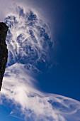 Wolkenwirbel im Himmel über der Grandes Jorasses, Mont Blanc-Gruppe, Frankreich