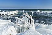 Icy coast in the fishing village of Vitt near Cape Arkona, Wittow peninsula, Rügen, Mecklenburg-Vorpommern, Northern Germany