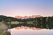 Geroldsee with a view of the Karwendelgebirge, Werdenfelser Land, Upper Bavaria, Bavaria