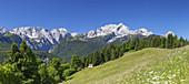 Blick auf die Alpspitze und Zugspitze im Wettersteingebirge, Garmisch-Partenkirchen, Werdenfelser Land, Oberbayern, Bayern