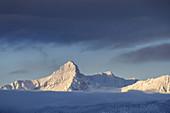 Gipfel des Daniel in den Ammergauer Alpen, Blick von Garmisch-Partenkirchen, Werdenfelser Land, Oberbayern, Bayern, Deutschland