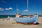 Fischerboote am Strand von Nörre Vorupör, Nationalpark Thy, Jütland, Nordsee, Dänemark, Europa