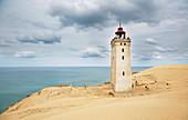 Leuchtturm auf der Wanderdüne Rubjerg Knude bei Lönstrup, Jütland, Nordsee, Dänemark, Europa