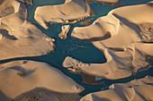 Walvis Bay Lagune und Dünen der Wüste Namib aus der Luft, Namibia