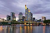 Eisener Steg am Main, Skyline von Frankfurt, Hessen, Deutschland