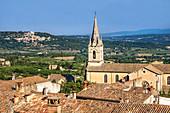 Église neuve, Neue Kirche von Bonnieux, im Hintergrund Lacoste, Luberon, Provence, Provence-Alpes-Côte d'Azur, Frankreich