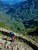 Wanderer im Gebirge von Santo Antao, Kap Verde