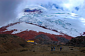 Bergsteiger unterwegs im Hochland um Cotopaxi, Ecuador
