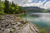 Blick vom Ufer auf den Eibsee, Garmisch-Partenkirchen, Bayern