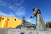 Figure of a Franciscan monk with a peasant in front of San Francisco in Puebla, Mexico