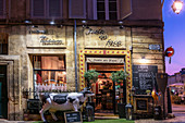 Juste en Face restaurant on Place des Cardeurs in Aix en Provence, France