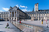 Children play in the fountain on the Place de la Liberation in Dijon, Le Palais des Ducs de Bourgogne, Ducal Palace, Burgundy, France
