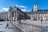 Children play in the fountain on the Place de la Liberation in Dijon, Le Palais des Ducs de Bourgogne, Ducal Palace, Burgundy, France