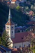 Kirche mit Glockenturm in Brasov, Rumänien