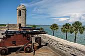 Kanonen auf Castillo de San Marcos in St Augustine, USA