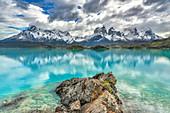 See und Berge, Cuernos del Paine, Torres del Paine Nationalpark, Patagonien, Chile