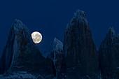 Berge bei Vollmond, Torres Del Paine, Nationalpark Torres Del Paine, Patagonia, Chile