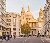 St.-Pauls-Kathedrale, im Nachmittagssonnenlicht, in der Stadt von London, London, England, Vereinigtes Königreich, Europa