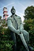 Bergbau Arbeiter Skulptur vor Förderturm des Arno-Lippmann Schacht, UNESCO Welterbe Montanregion Erzgebirge, Altenberg-Zinnwald, Sachsen