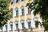 Verzierte Fassade eines alten Hauses in der Altstadt, Kempten, Bayern, Deutschland
